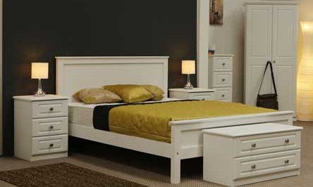 Claddagh: Bedframe, Double. White