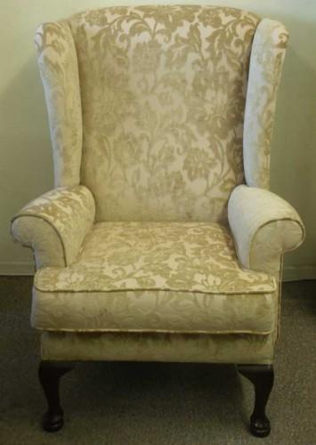 Queen Ann: Chair ( Med )