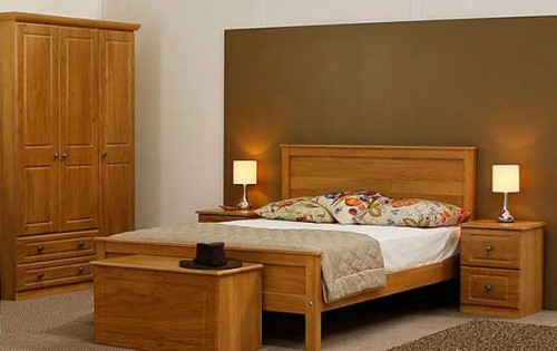 Claddagh: Bedframe. King, Ivory / Oak